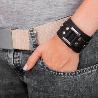 Черный кожаный браслет на заклепках код 3141