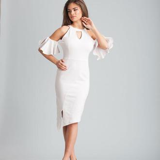 Эластичное асимметричное платье с открытыми плечами