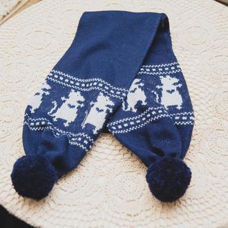 шарф синий с узором и бумбонами