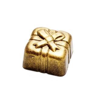 Подарок в темном шоколаде. Конфета