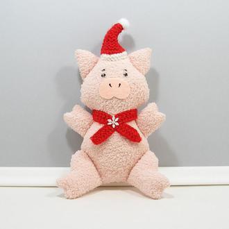 Санта хрюша Новогодний поросенок Мягкий розовый декор Свинка в вязанной красной шапке