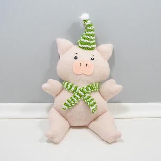 Хрюша в зеленом Розовый поросенок Мягкий декор Свинка в вязанной шапке