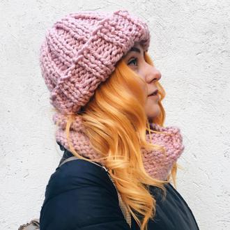 Пудровый теплый вязаный комплект: зимняя шапка и снуд, крупная вязка