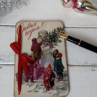 Деревянная новогодняя открытка в стиле открыток советского времени
