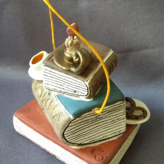 """Коллекционный керамический  колокольчик """"Книги, свечи, чай..."""""""