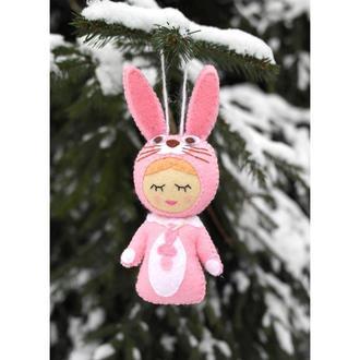 авторская ёлочная игрушка на ёлку - малыш в костюме зайки из фетра