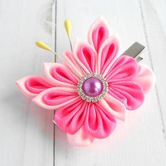 Розовая заколка канзаши с бабочкой Украшение для волос Подарок девочке на день рождение Зажим