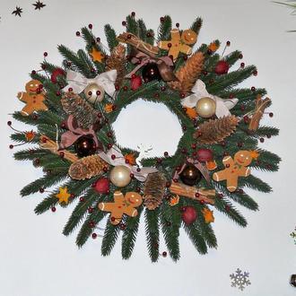 Большой новогодний рождественский венок с пряничными человечками