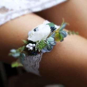 Свадебная подвязка на ногу белая с голубым