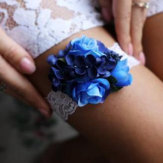 Свадебная подвязка на ногу синяя