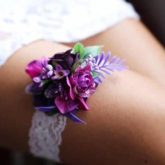 Свадебная подвязка на ногу сиреневая