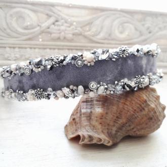 Серебистый обруч для волос с кристаллами