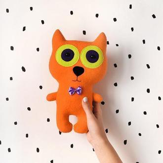 Кот Рыжик с большими глазами