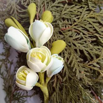 Квіти у зачіску