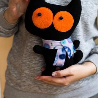 Кот чёрный с оранжевыми глазами