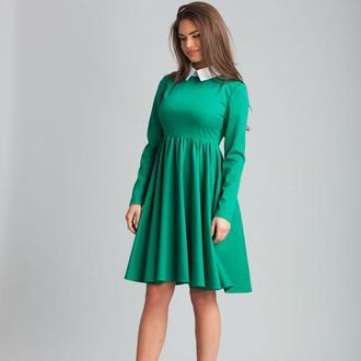 Зеленое платье с воротником