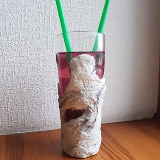 бокал для коктейлей из бетона и стекла