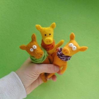 Жёлтая свинка, кабанчик, хрюша. Игрушка/брелок. Подарок.