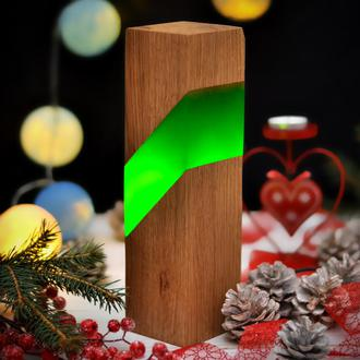 Светильник из натурального дерева и эпоксидной смолы