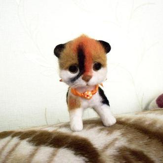 Игрушка трехцветный котенок