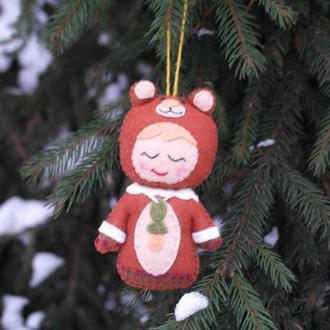 оригинальная ёлочная игрушка - малыш мишка коричневый из фетра