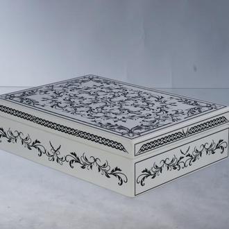Деревянная белая  шкатулка