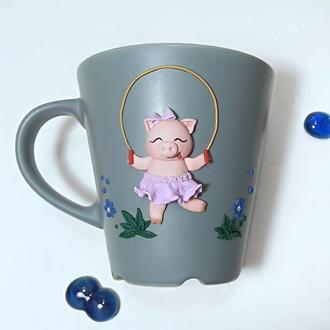 """Чашка """"Хрюша со скакалкой"""", подарок на праздник, чашка в подарок"""