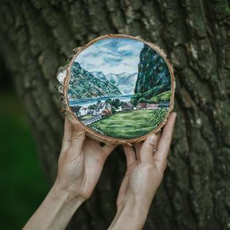 """Живопись на срезе дерева """"Норвежский пейзаж""""."""