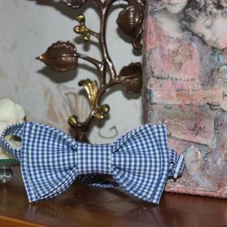 Галстук-бабочка детская в мелкую синею клеточку, стильная, профессионально сделана