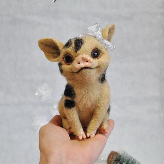 интерьерная игрушка свинка.Игрушка из шерсти.