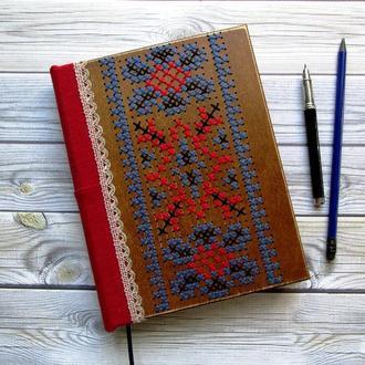 Деревянный блокнот с вышивкой