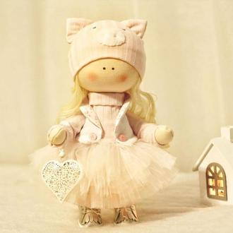 Кукла интерьерная в шапочке-свинке