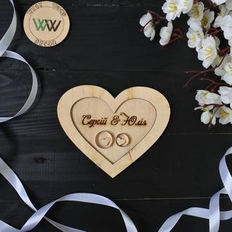 Подставка / блюдце для обручальных колец с именами и датой в виде сердца