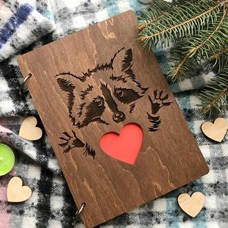 Блокнот в стильной обложке из дерева с оригинальным дизайном