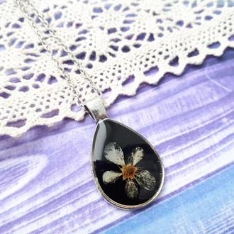 Кулон с настоящим цветком черемухи