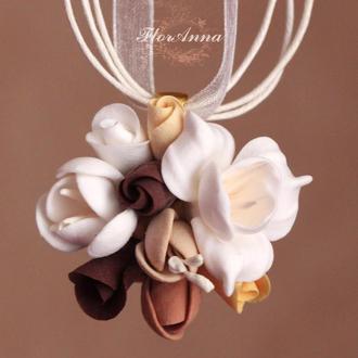 """Кулон с цветами из полимерной глины """"Шоколадный шейк"""""""