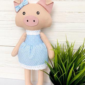 Свинка-дівчинка символ 2019 року