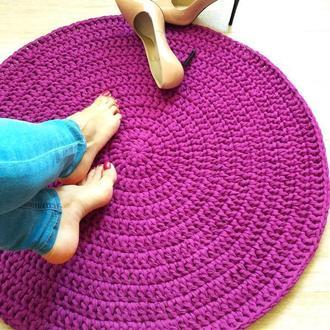 Сливовый вязаный коврик