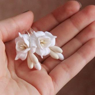 """Серьги с цветами из полимерной глины """"Воздушный айвори"""""""