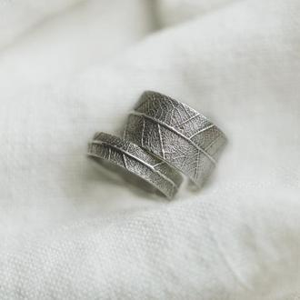 Обручальные кольца с отпечатком листа