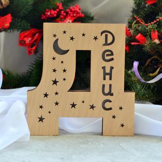 Буква Д из дерева с именем Денис