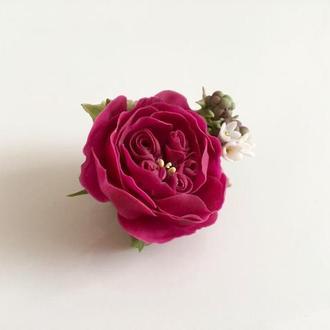 Брошь с английской розой и ежевичками