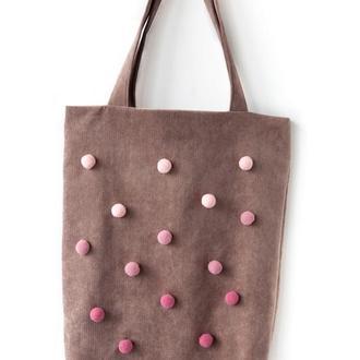 Бежевая текстильная сумка с помпонами