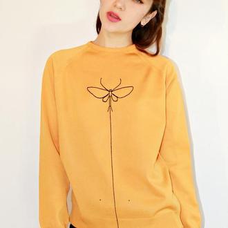 Пуловер з ручною вишивкою