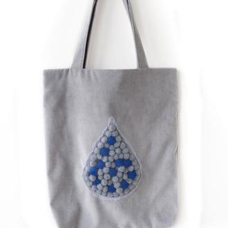 """Серая текстильная сумка с декором из помпонов """"Капля"""""""