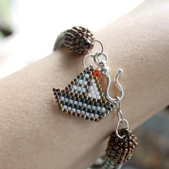 Тонкий браслет с подвеской в морском стиле, ручной работы из бисера.
