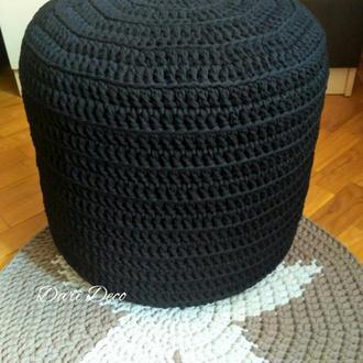 Чёрный вязаный пуф