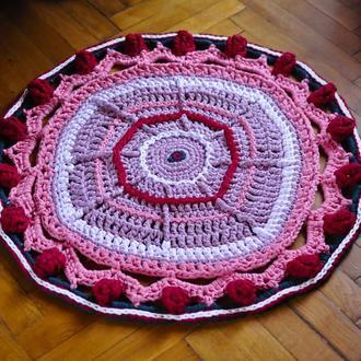 Вязаный ковёр из трикотажной пряжи