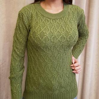 Теплый оливковый свитер