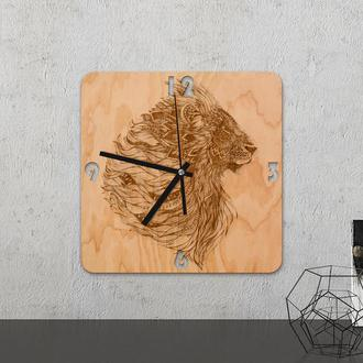 Настенные часы из древесины «Lion »
